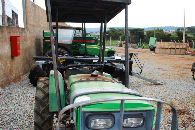 LOTE 01 - AGRALE 4100 4X2 - ANO 1993