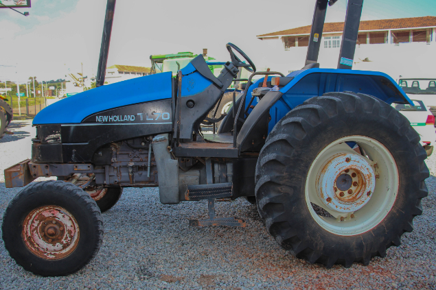 LOTE 10 - NEW HOLLAND TL70 4X2 - ANO 2001