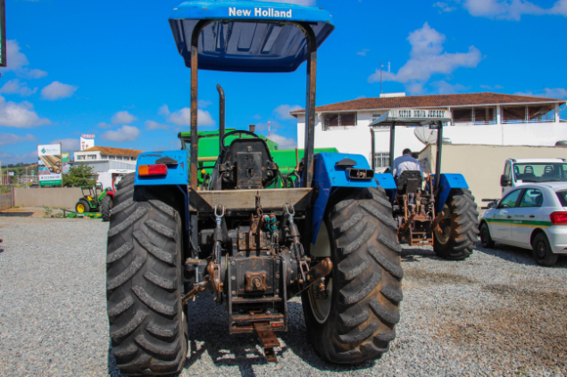 LOTE 11 - NEW HOLLAND TL 85 4X4 - ANO 2007/2008