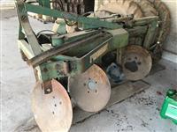 Arado reversível 4 discos