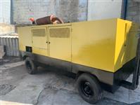 Compressor de Ar Atlas Copco 760 pcm x 8.5 bar de pressão