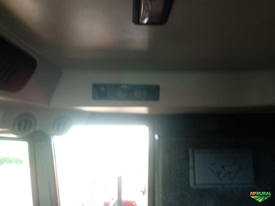 Colheitadeira MF 5650 2.014 com Plataforma de 20 Pés de Corte e 07 Linhas de Mlho