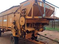 Vagão Forrageiro - 10 toneladas - com dosador - marca combine - 2014