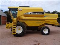 Colheitadeira New Holland TC 59 ano 2003