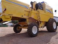 Colheitadeira New Holland TC 59 ano 2004
