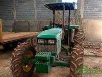 Trator John Deere 5303 4x4 ano 09
