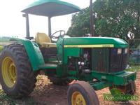 Trator John Deere 5600 4x2 ano 03