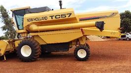 Colheitadeira New Holland TC 57