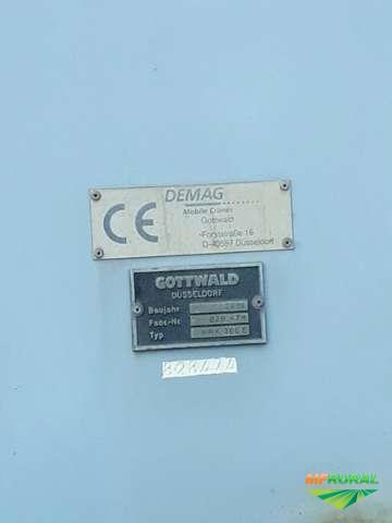 Guindaste Móvel Gottwald HMK 300 2001 - #2175