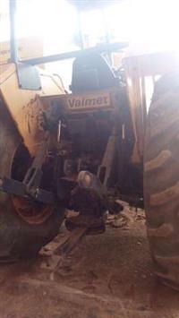 Trator Valtra/Valmet 128 4x4 ano 89
