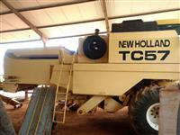 Colheitadeiras New Holland TC 57   ANO 2001 02