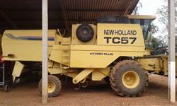 Colheitadeiras New Holland TC 57...ANO 2001