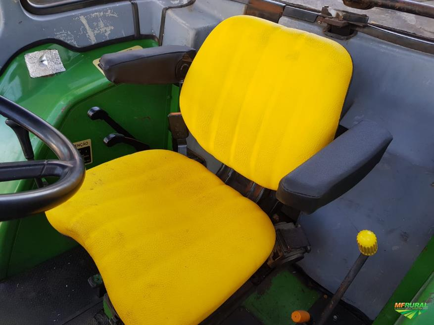 Trator John Deere 5705 4x4 ano 06
