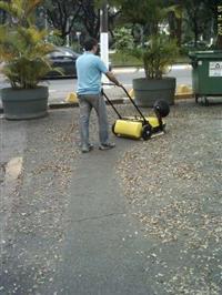Maquina de varrer pisos