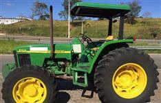 Trator John Deere 5705 4x4 ano 08