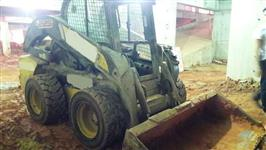 MINI CARREGADEIRA NEW HOLLAND L225  2012 COM 5000 HORAS TRABALHADAS, COM HIGH FLOW