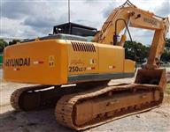 ESCAVADEIRA HYUNDAI R250 LC ANO 2009, DE ÚNICO DONO, NOTA FISCAL DE ORIGEM, PESO OPERACIONAL DE 25 T