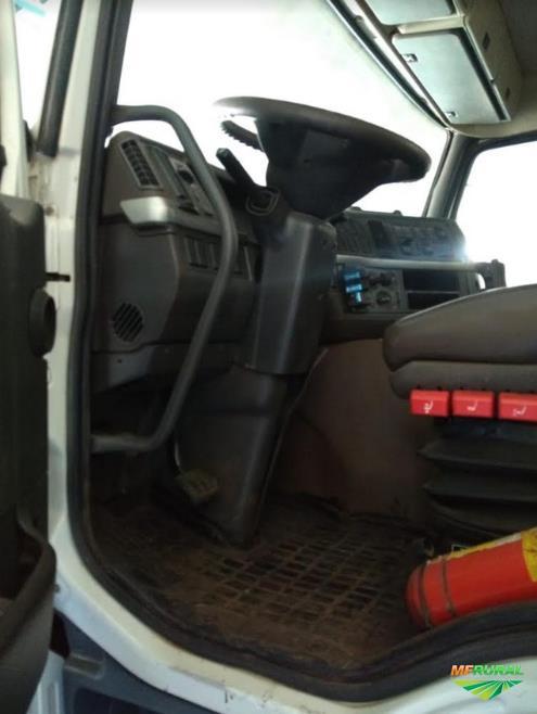 Caminhão Volvo FM 420 ano 05