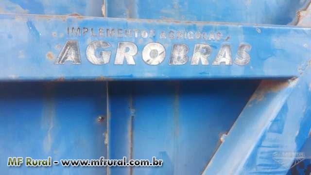 TRANSBORDO AGRÍCOLA DE AMENDOIM AGROBRÁS ANO 2004 C/ CAPACIDADE P/ 3 TONELADAS.