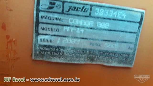 PULVERIZADOR AGRÍCOLA JACTO 800 LITROS E 14 METROS DE BARRA, ANO 2006, C/ COMANDO.