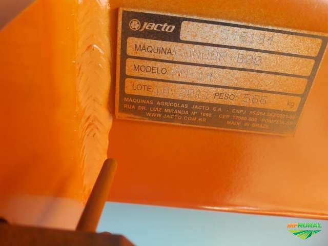 PULVERIZADOR AGRÍCOLA JACTO CONDOR 800 LITROS ANO 2011 C/ 14 MTS DE BARRA E COMANDO MASTER FLU.