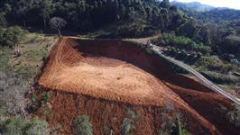 Sitio com fonte de agua mineral