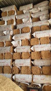 Casca de arroz emprensada