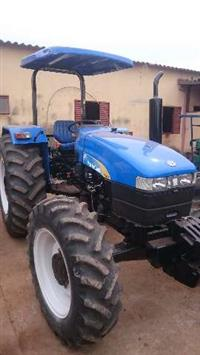 Trator New Holland TT 4030 4x4 ano 13