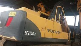 ESCAVADEIRA VOLVO EC210 LONG REACH ANO 2012 COM 4.000 HORAS !!!