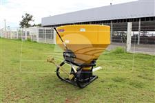 Distribuidor Semeador de Calcário e Fertilizantes JF Maestro 600 > Novo