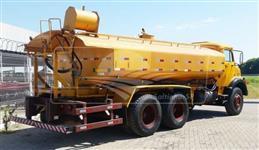 Tanque de Água com Opcionais / somente o Tanque (sem Caminhão) > Usado
