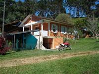 Área Rural com Água Natural e Cachoeira.