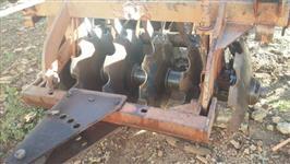 Grade aradora Tatú Marchesan de 12 discos com transporte