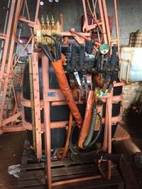 Pulverizador de 600 lts marca Jacto com barra de 14 mts