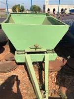 Calcareadeira/adubadeira marca Kamaq para 2,5 ton
