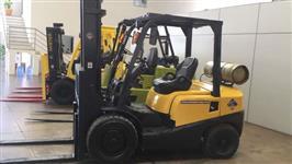 Empilhadeira TCM, ano 2011, capacidade de carga de até 3.000kg