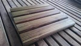 Pinus seco em estufa / Pinus tratado / Decks de Pinus tratado