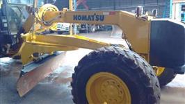 Motoniveladora Marca: Komatsu Modelo: GD655 Horímetro: 13.780 Ano: 2008