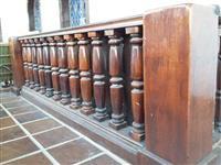 Escada de madeira de lei