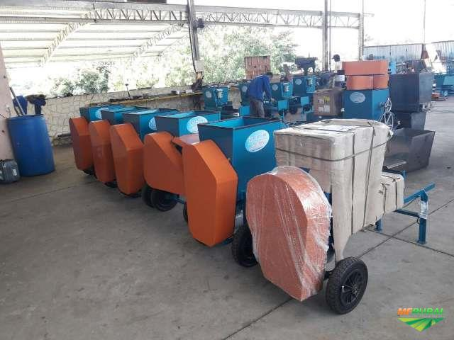 Maquina ensacadora, compactadora e empacotadora de Silagem
