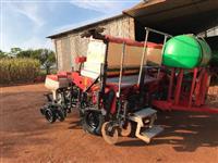 Plantadeira Jumil 2980DP Exacta com Pulverizador de sulco e Monitor de plantio AUTEQ