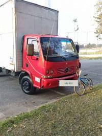 Caminhão Mercedes Benz (MB) 915 C ano 05