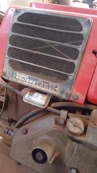 Motor estacionário refrigerado à água (radiador)   Diesel - 16,5 CV   Toca: gerador, ensiladeira etc