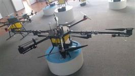 Drone para pulverização de lavoura.