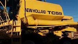 Colheitadeira New Holland TC 59 ano 2002