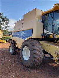 Colheitadeira New Holland CS 660 ano 2006