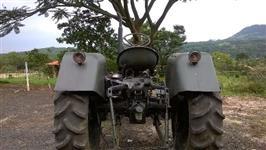 Trator Zactor 4x2 ano 64