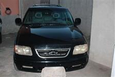 Vendo ou troco Blazer 2001 completa com rodas 18 liga linda td funcionando.