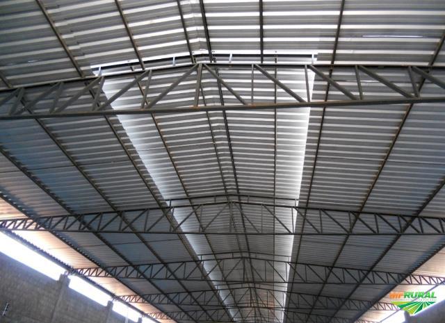 Estrutura metálica com telhas