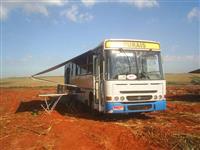 Adaptação de ônibus rural com área de vivência